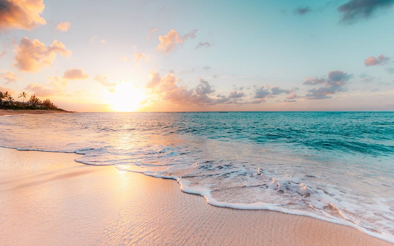 Sandstrand mit Meer